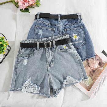Къси дънкови панталони с висока талия, скъсани мотиви и бродерия