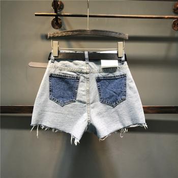 Актуални дамски къси панталони с елемент бродерия на джобовете