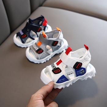 Удобни детски сандали за момчета с неплъзгаща се подметка и лепенки