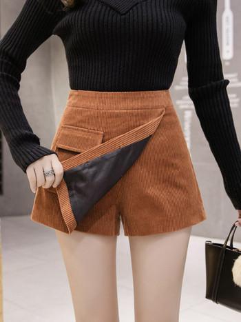 Дамска пола-панталон асиметричен модел с копчета