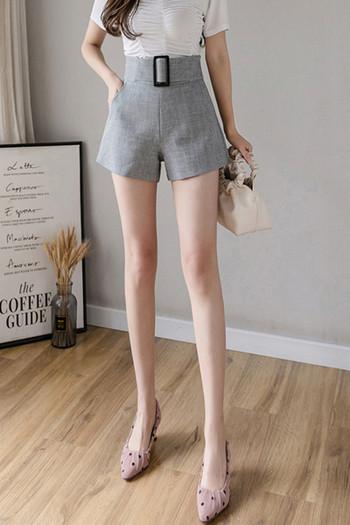 Къси дамски панталони с висока талия и голяма катарама