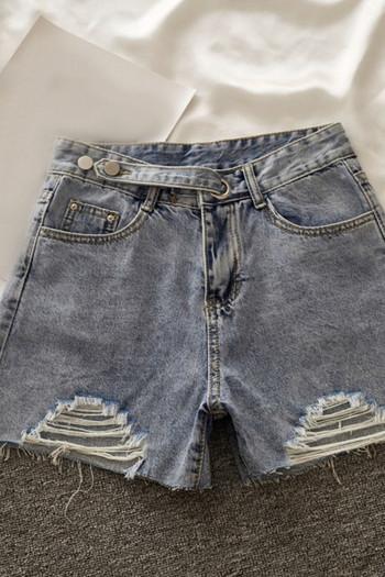Къси дамски дънкови панталони със скъсани мотиви и регулираща се талия