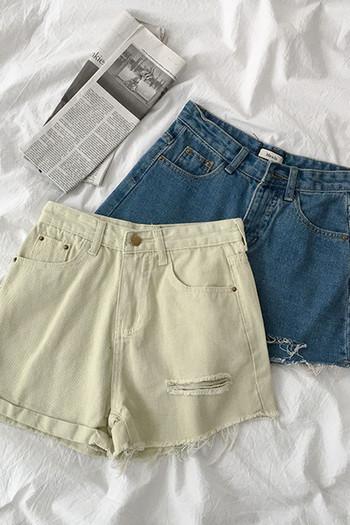 Дамски къси дънки с джобове и скъсани мотиви