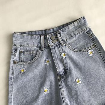 Γυναικεία κοντό τζιν με κεντήματα και κουμπιά