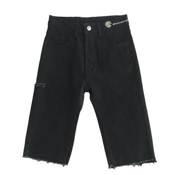 Γυναικείο παντελόνι με μήκος 3/4 και κέντημα