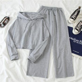 Γυναικεία αθλητική φόρμα  φούτερ με κουκούλα και φαρδιά παντελόνι
