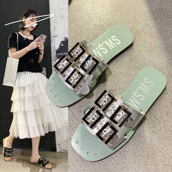 Ежедневни дамски чехли с метални катарами и надписи