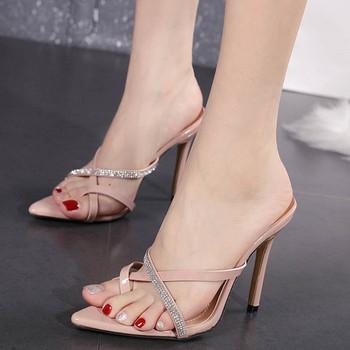 Елегантни чехли заострен модел с камъни
