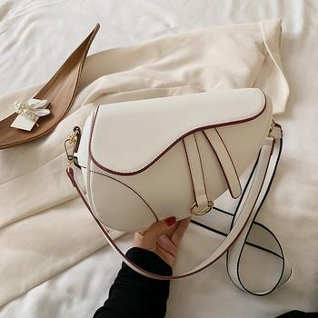 Актуална дамска чанта от еко кожа изчистен модел