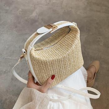 Μικρή γυναικεία τσάντα σε τετράγωνο σχήμα