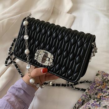 Γυναικεία μοντέρνα μικρή τσάντα με μεταλλική λαβή και πέρλες