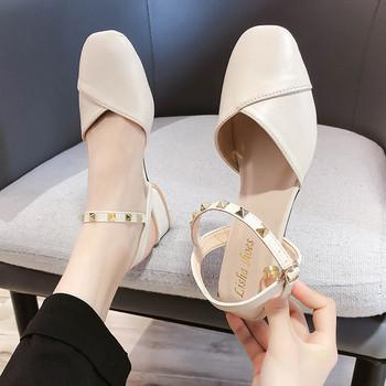 Кожени дамски сандали с метални нитове
