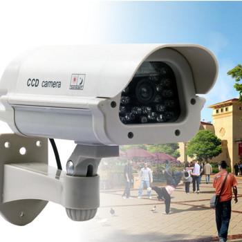 Бутафорна камера за наблюдение със стойка подходяща за двор или градина
