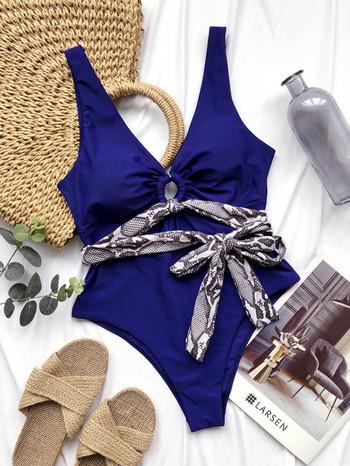 Модерен цял бански костюм в син цвят и колан със змийски принт