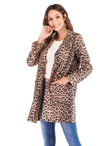 Стилно дамско палто с животински принт