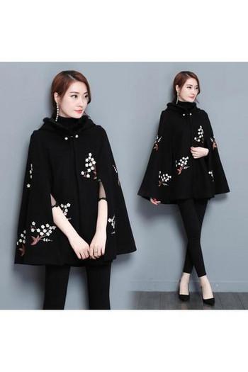 Нов модел дамско палто с качулка и бродерия