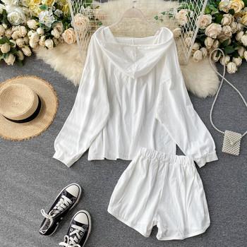 Ежедневен дамски комплект от широка блуза с качулка и къс панталон