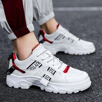 Ανδρικά μοντέρνα αθλητικά παπούτσια με τραχιά σόλα και επιγραφές