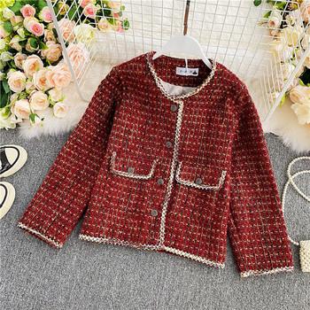Карирано дамско късо палто с копчета в червен цвят