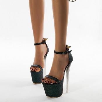 Κομψά γυναικεία παπούτσια με ψηλό τακούνι 19 cm με αγκράφα και γυαλιστερό αποτέλεσμα