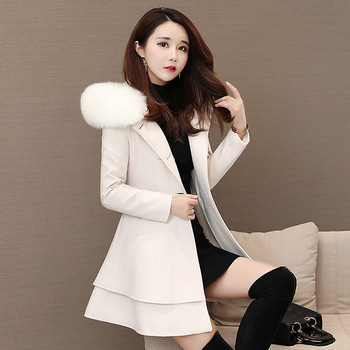 Разкроено дамско палто с панделка и качулка с пух